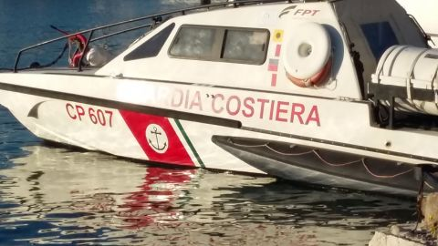 Emergenza migranti. Barchino con 14 migranti affonda al largo dell'isola di San Pietro