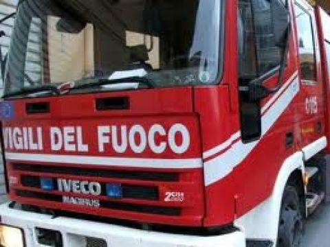 Burcei. Pullman dell'Arst in fiamme